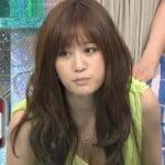 前田敦子がフジのジェネ天でノーブラ谷間をチラチラ見せつける