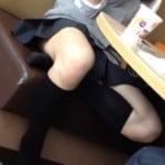マック店内で清純な制服JKの行儀悪いむっちり太もも晒し撮りうp