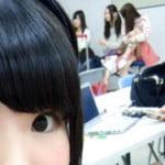 椅子に座ってるSKE48松井玲奈が片足上げて豪快な生パンチラ