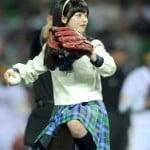 天使すぎるアイドル橋本環奈が始球式で黒のショートパンツパンチラ
