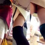 歩いてる女を後ろから携帯をスカート潜り込ませて毎日パンツを盗撮してる写メ