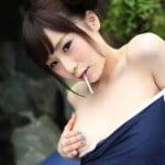 着エロレイヤー逢坂愛が新作DVDでスク水脱いで全裸セミヌード撮り