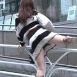 柵をまたいで越える女の子に興奮してしまうTV放送エロキャプ画像