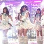 2010FNS歌謡祭に出演してたAKB48のエロいパンチラふともも画像