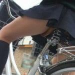チャリ通学中の女子校生の脚を堪能する街撮り盗撮画像