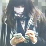 ももいろクローバーZの百田夏菜子が高校制服で歩いている時に黒パンツを逆さ撮りで盗撮されていた