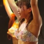 売れないアイドルの水着ライブが汗だくでマンスジってエロい