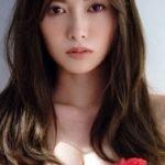 乃木坂46の白石麻衣が新作写真集でエッチな手ブラを晒す