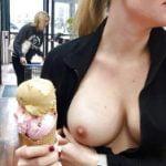 海外ではカフェでバレないように乳を出すおっぱいチャレンジが流行ってるらしい