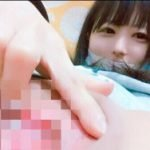 童顔20歳の幼児体型合法ロリがコスプレしてパイパンに挿入エロ自撮り