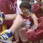 全日本大学女子駅伝で名城大学の女子選手のパンツが胴上げで丸見え