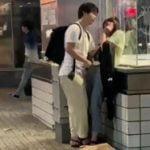 渋谷で堂々とパンツに手を突っ込み手マンするカップル現る