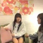 STU48門脇実優菜のカラオケ配信で私服がミニスカすぎてパンチラをしてしまう