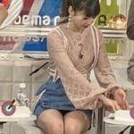NGT48荻野由佳がAbema的ニュースショーでミニスカの黒パンチラを披露