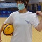 元バスケ選手の岡田麻央が汗でTシャツ濡れて乳首ポチしてしまう
